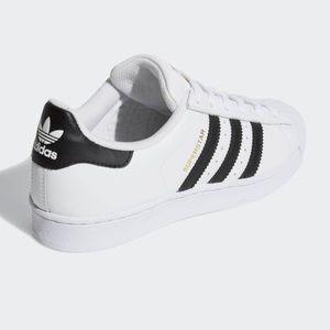 adidas Shoes - Adidas Superstars 👟